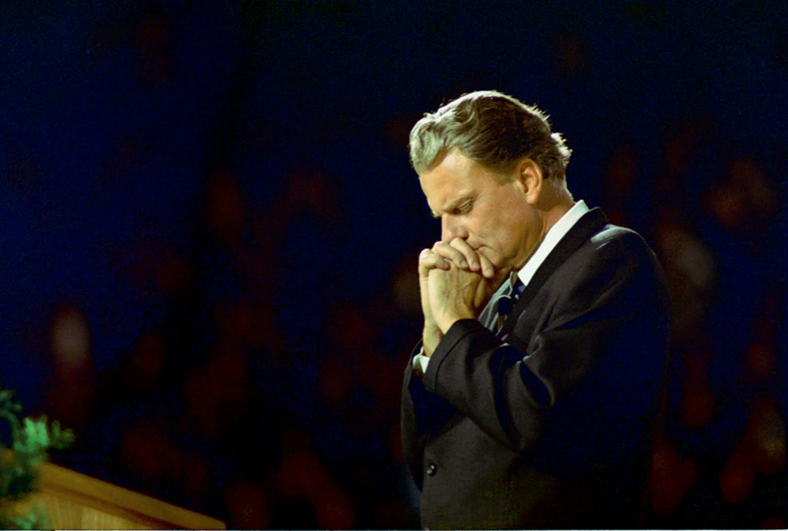 Billy-Graham-Praying